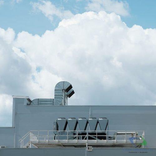 Industrial roofing contractor 1
